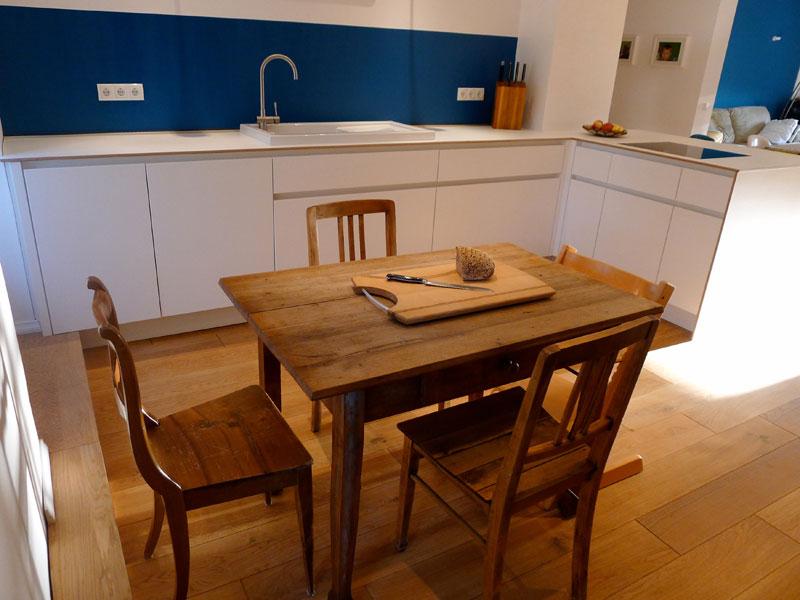 offene wohnk che in wei em multiplex singer schreinerei. Black Bedroom Furniture Sets. Home Design Ideas