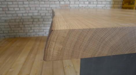 Tisch In Eiche Mit Waldkante . Stahlwangen Grau Lackiert ? Singer ... Esstisch Eiche Tischplatte Grau