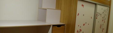 Kinderzimmer mit Hochbett, Schrank + Schreibtisch in Eiche und weißem Multiplex