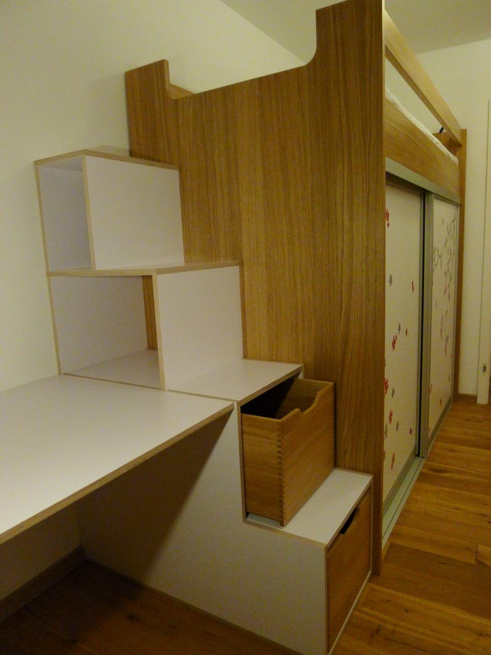 kinderzimmer mit hochbett schrank schreibtisch in eiche. Black Bedroom Furniture Sets. Home Design Ideas