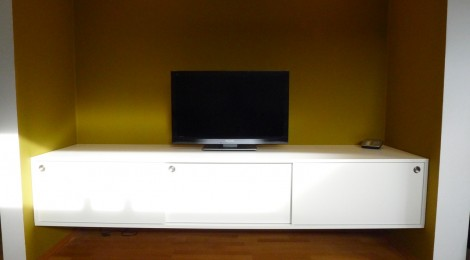 tv sideboard h ngend wei singer schreinerei. Black Bedroom Furniture Sets. Home Design Ideas