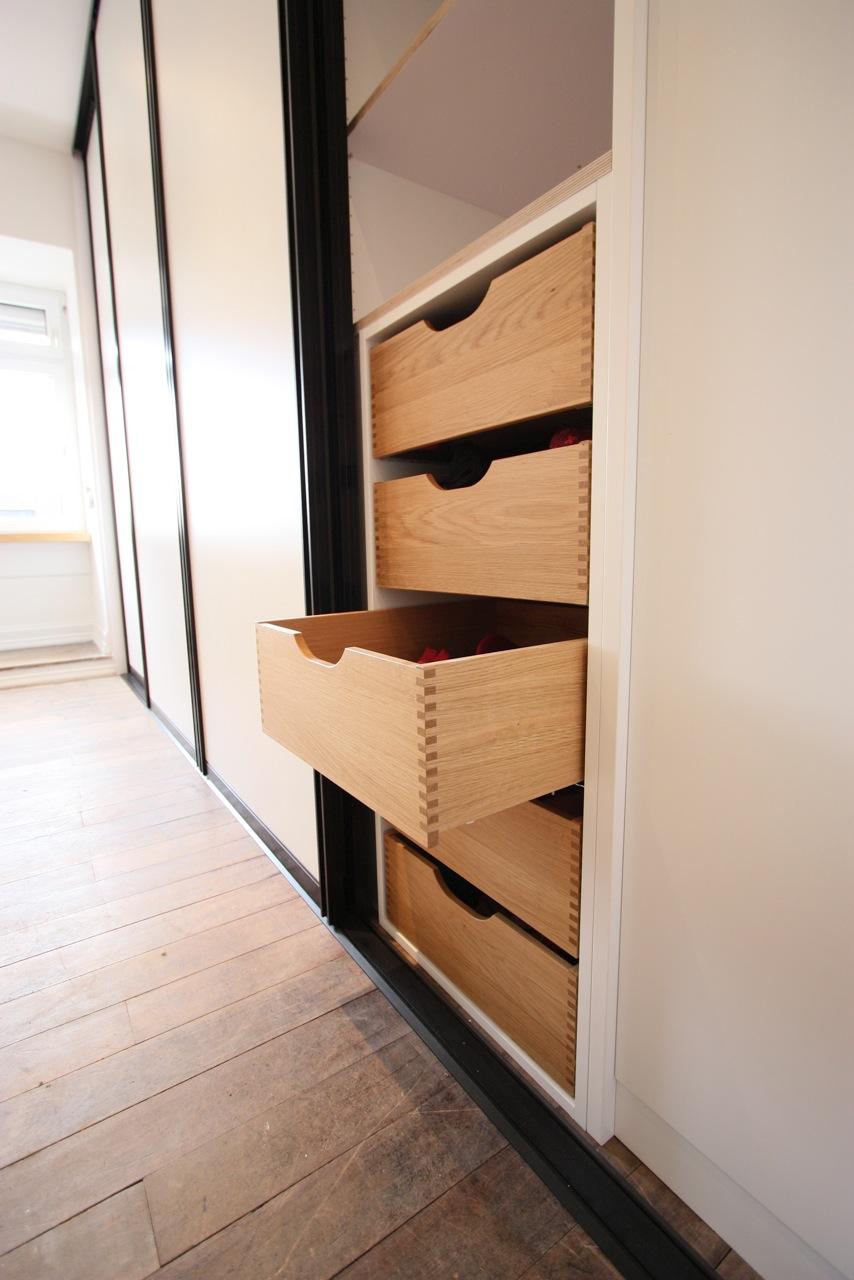 garderobe mit schiebet ren schwarz wei singer schreinerei. Black Bedroom Furniture Sets. Home Design Ideas