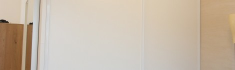 Schiebetürenschrank weiß mit Alu-Rahmen, weiß beschichtet