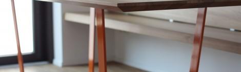 Tisch . Eiche + Stahlgestell, pulverbeschichtet