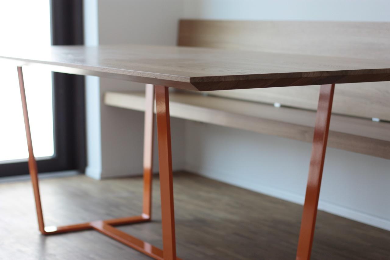 tisch in eiche untergestell stahl pulverbeschichtet h ngende bank eiche singer schreinerei. Black Bedroom Furniture Sets. Home Design Ideas