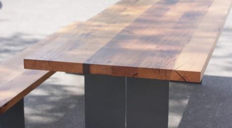 Tisch. Untergestell Stahl Mit Tischplatte Aus Eiche Altholz