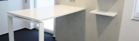 Tresen. Hochglanz-Weiß + IMI-Beton