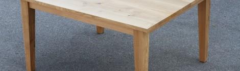 Tisch mit Ansteckplatten in Eiche
