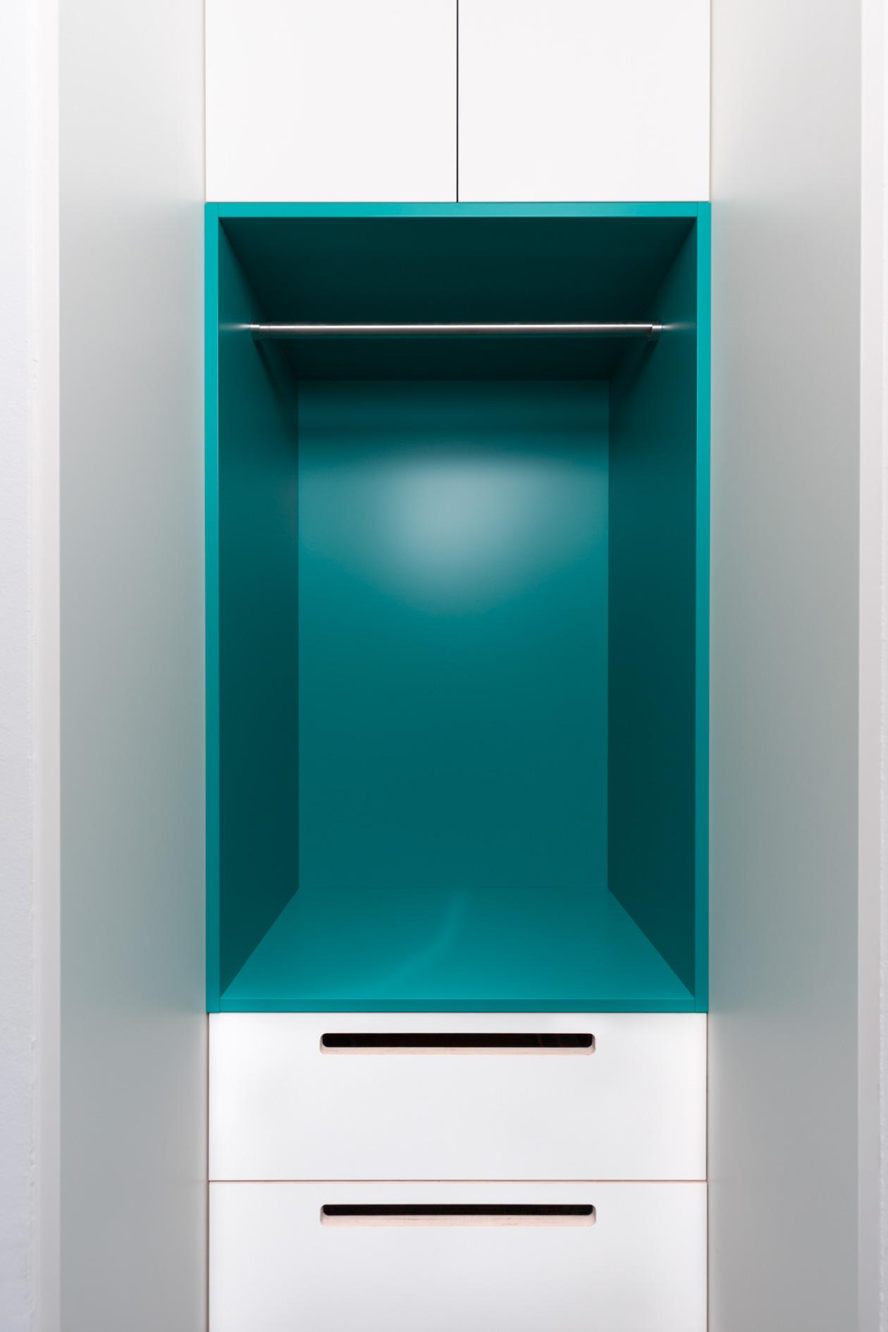 garderobe wei t rkis singer schreinerei. Black Bedroom Furniture Sets. Home Design Ideas
