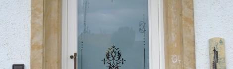 Haustür mit geätztem Glas