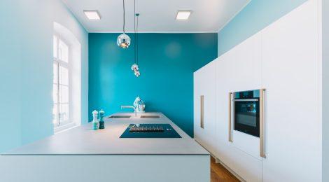 Küche FI:  Weißlack, Eiche, Edelstahl